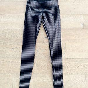 Lululemon Wunder Under parallel stripe leggings black white size 6